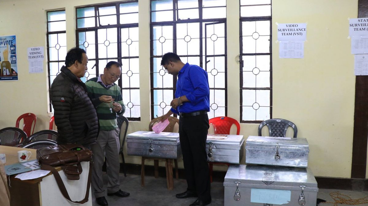 DEO cum RO, North casts his vote for Parliamentary & Assembly Constituency