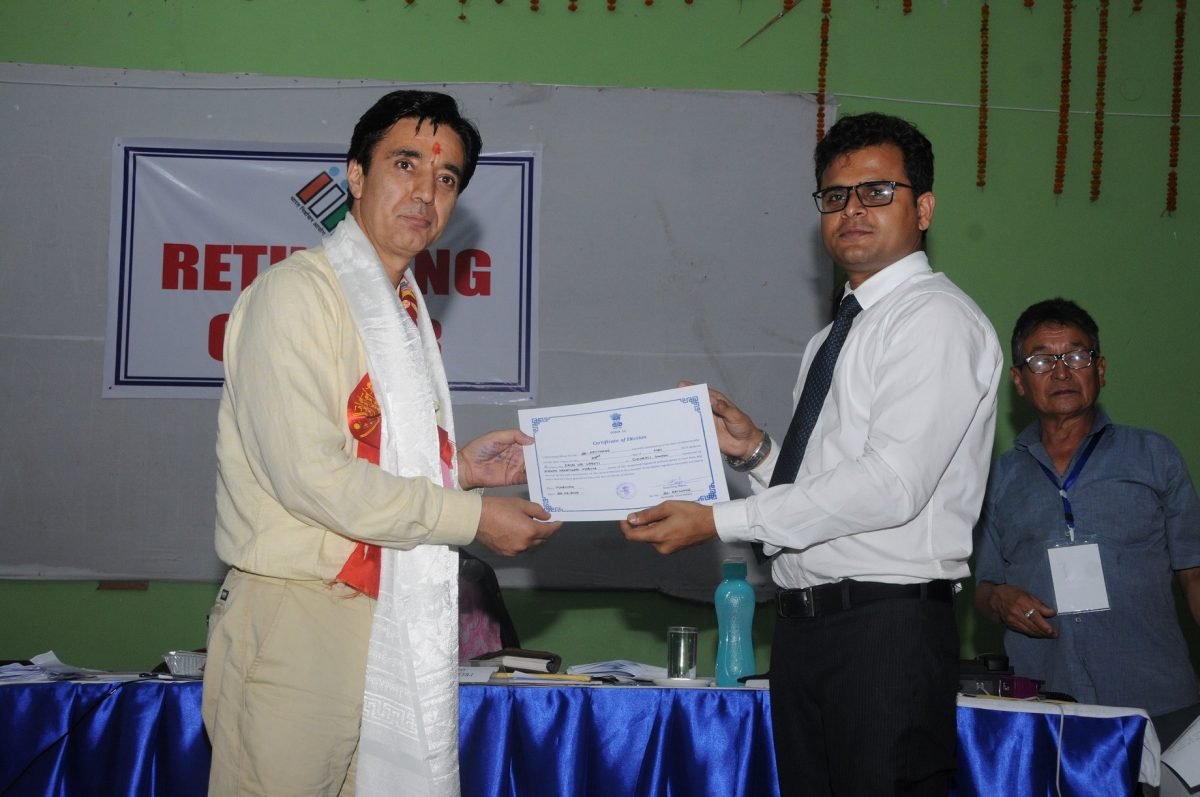 SKM candidate Shri Arun Upreti of SKM receiving Certificate of Election from DEO (East)