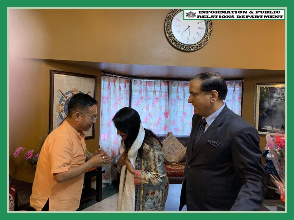 DIRECTOR GENERAL OF  DOORDARSHAN, SMT SUPRIYA SAHU AND HER TEAM FROM DELHI CALLED ON THE HON'BLE CHIEF MINISTER SHRI PREM SINGH TAMANG (GOLAY) AT HIS RESIDENCE ON 29.07.2019