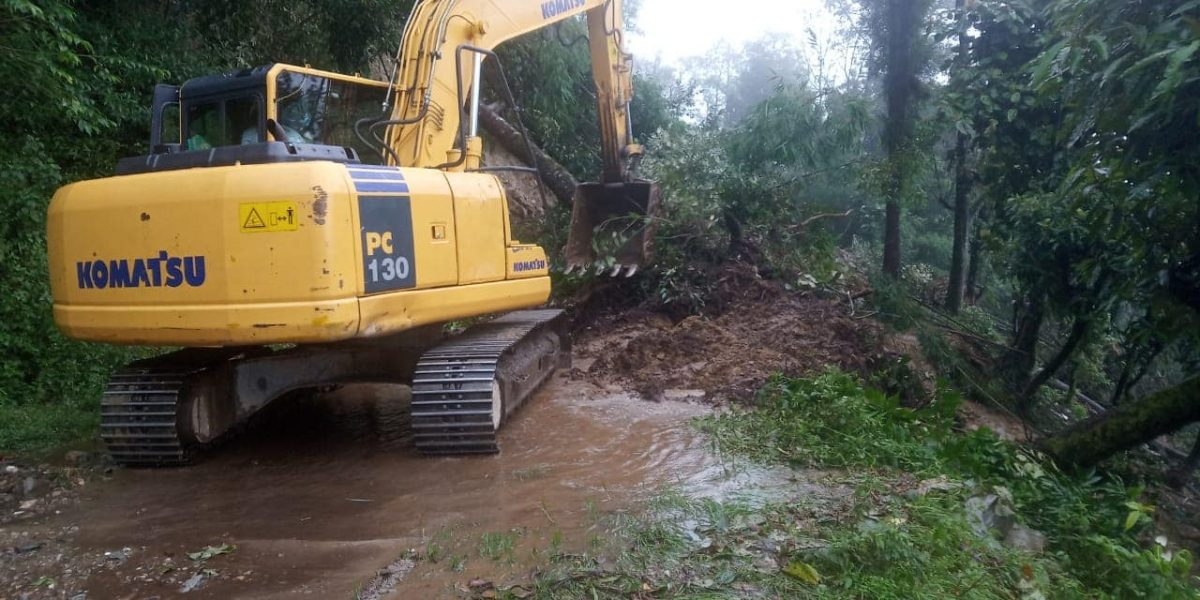 Incessant rainfall triggers landslides in West district, District Disaster Team provides aid to public