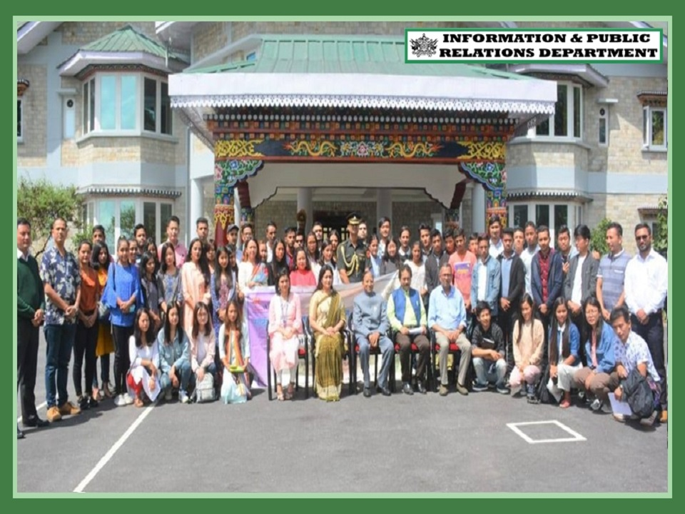 HON'BLE GOVERNOR SHRI GANGA PRASAD GRANTED AUDIENCE TO 60 NATIONAL YOUTH VOLUNTEERS FROM 4 DISTRICT OF SIKKIM ON 22.09.2019