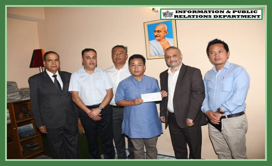 SIMFED HANDS OVER RS 10 LAKH CHEQUE TO CHIEF MINISTER'S RELIEF FUND FOR LANDSLIDE VICTIMS OF TSONG VILLAGE ON 23.09.2019