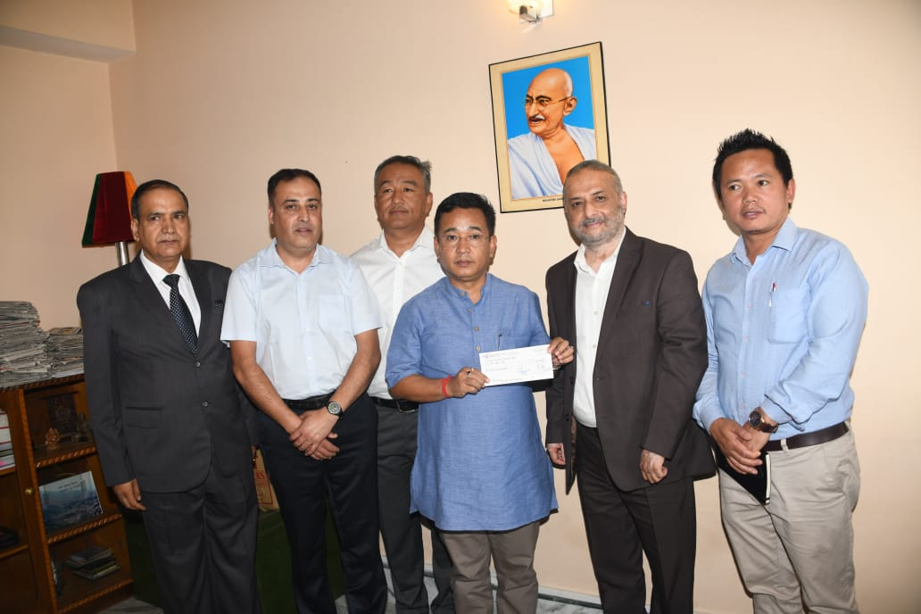 SIMFED hands over Rs 10 Lakh cheque to Chief Minister's Relief Fund for landslide victims of Tsong Village