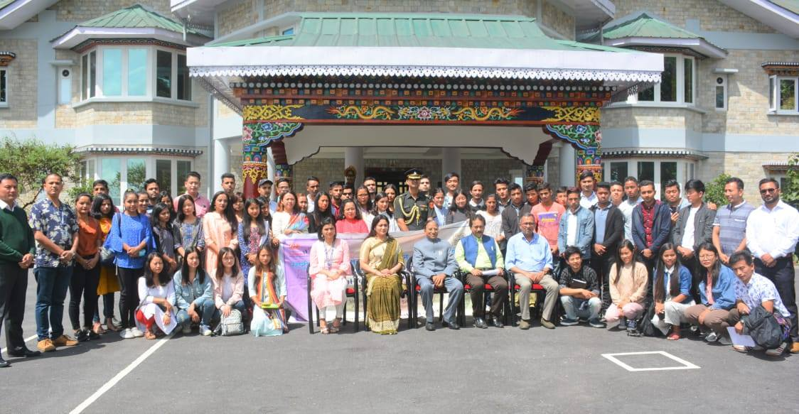 Hon'ble Governor Shri Ganga Prasad granted audience to 60 National Youth Volunteers from 4 District of Sikkim