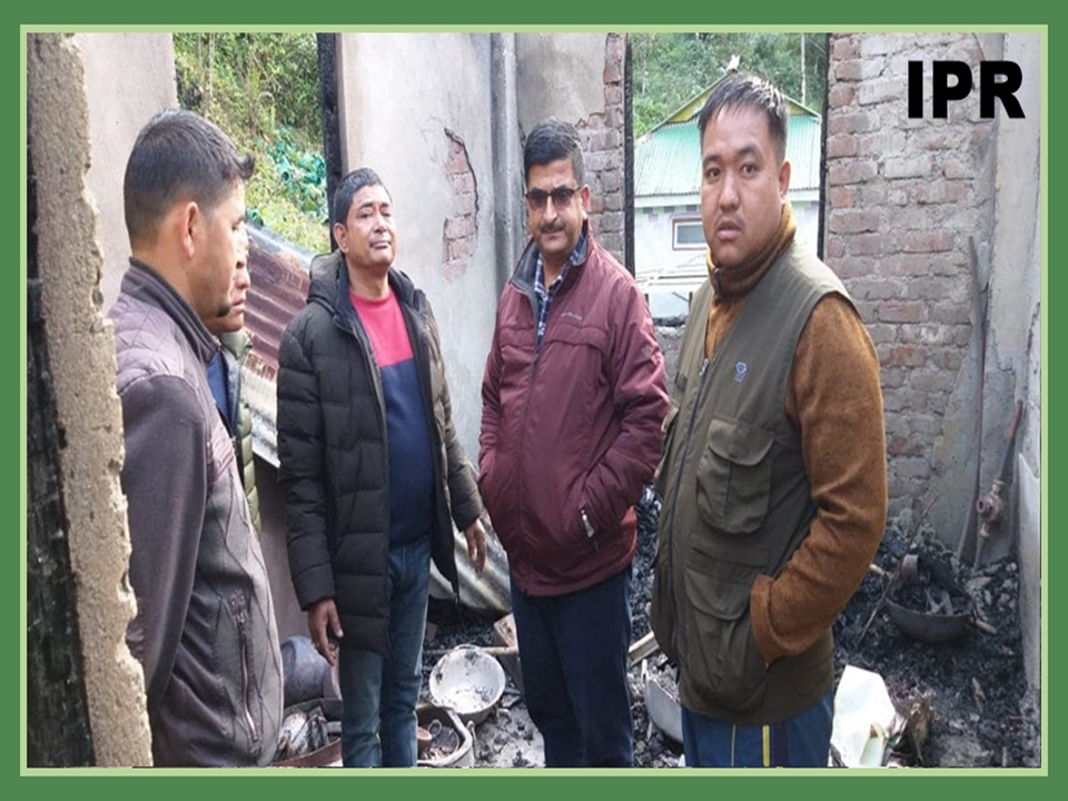 IPR MINISTER VISITS THE MEMBERS OF THE HOUSE GUTTED BY FIRE AT CHINGTHANG GPU ON 04.12.2019