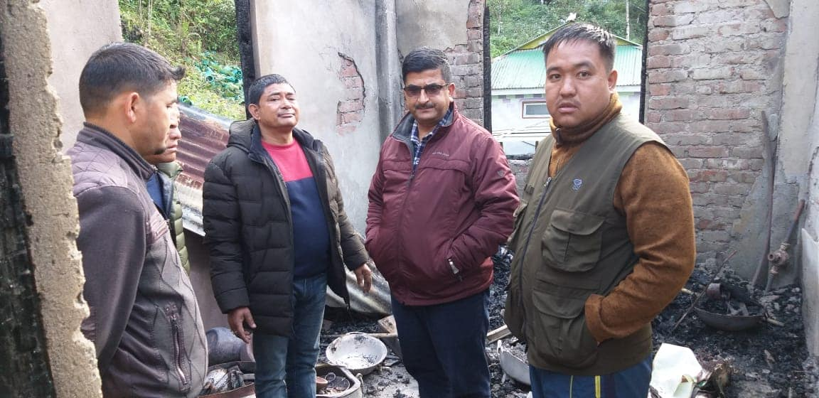 Minister Shri Lok Nath Sharma  visits the members of the house gutted by Fire