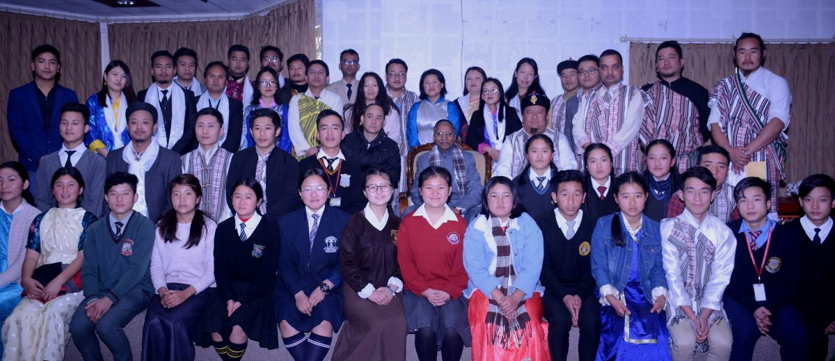 Hon'ble Governor, Shri Ganga Prasad granted an audience to representatives and students of Sikkim Lepcha Youth Association (SLYA) at Raj Bhavan