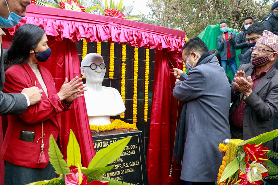 The Hon'ble Chief Minister Unveiling Mahatma Gandhi's Bust