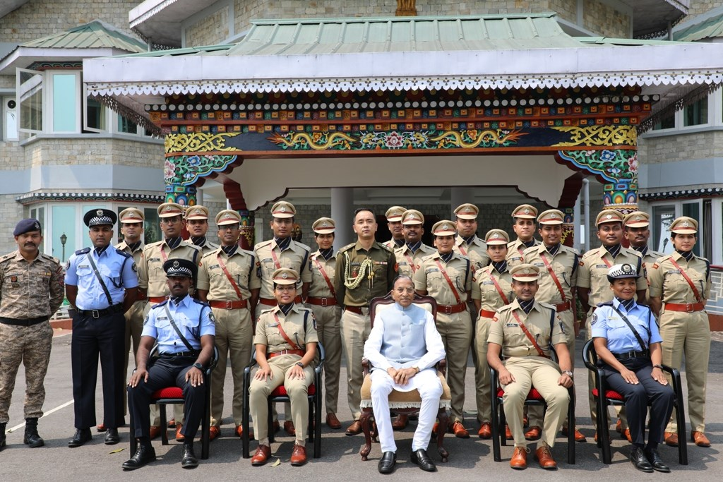18 young IPS probationers called on the Hon'ble Governor