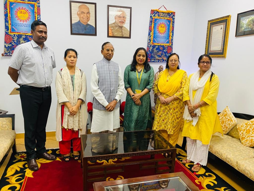 Hon'ble Governor felicitated the Resident Commissioner, officers and staff of Sikkim House