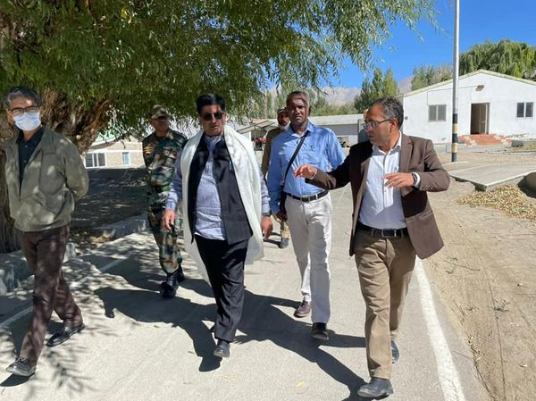 Minister Shri Lok Nath Sharma visited Defence Institute of High Altitude Research